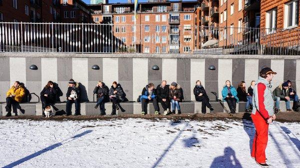 這天正是星期天,哥德堡的市民似乎都很積極出來享受陽光