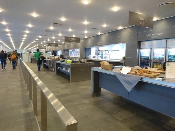 DTU的飯堂,很特別是採取自助餐式,按重量收費。主校園的飯堂雖然很大,食物選擇較多,但食過這裡兩次,都覺得不及Ballerup校園飯堂好食。